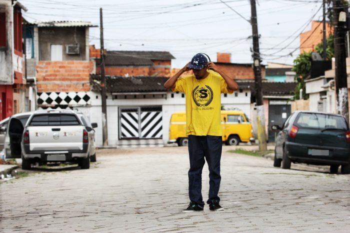 Produtor BeatMaker, DJ e Rapper Compositor Queiróz Apresenta a todos da Cultura Hip Hop o Single ''Onde Cresci'' - (Clique e Compartilhe)