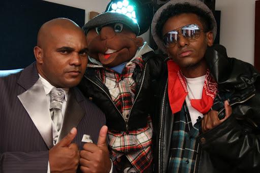 """Diretamente do Grajaú, Zona Sul de São Paulo """"Projeto Hip-Hop é minha Cidade"""" com o Rapper R.Jay - (Clique e Compartilhe)"""