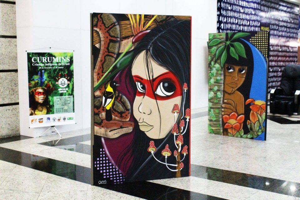 """Fotos da Exposição """"CURUMINS - Crianças indígenas do Brasil"""" no Shopping Brisamar em São Vicente/SP - (Clique e Compartilhe)"""