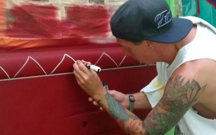 """Graffiteiro de Santos/SP Edgard Souza """"Pesado Dub"""" da Galeria com Destroços da II Guerra Mundial à Fundação Johan Cruyff - (Clique e Compartilhe)"""