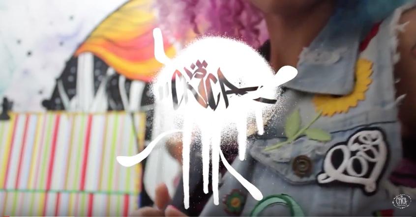 Graffiteira Crica Monteiro Mostra Passo a Passo de Como Fazer Customizações em Coletes Jeans - (Clique e Compartilhe)