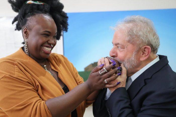 Ex-Presidente Lula Recebe a Rapper e Ativista Santista Preta Rara - (Clique e Compartilhe)
