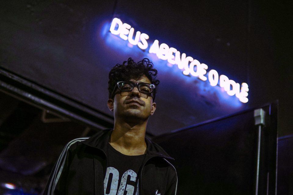 """Após o Single """"Favela Sincera"""", Dieguito Reis Lança o Lyric Vídeo de """"Aqui Não é Montevidéu"""" - (Clique e Compartilhe)"""