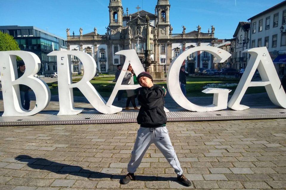 Menino de 12 anos Brasileiro é Premiado em Campeonato de Breaking na Europa - (Clique e Compartilhe)